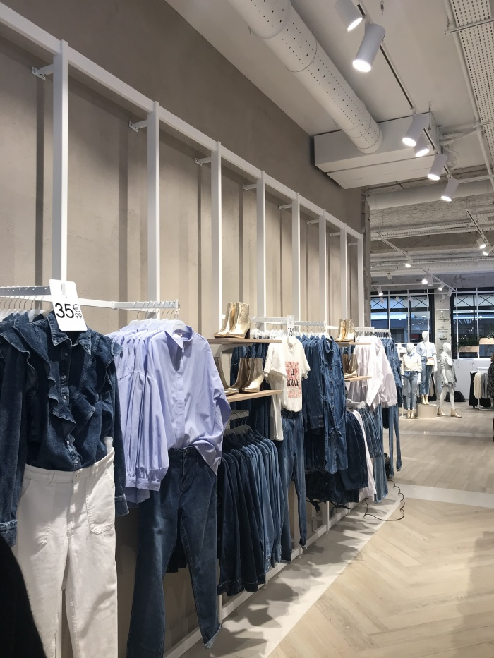 https://www.luxiona.com/projects/projects/retail/Camaieu Lyon/10-Camaieu Lyon France Project-Luxiona.jpg
