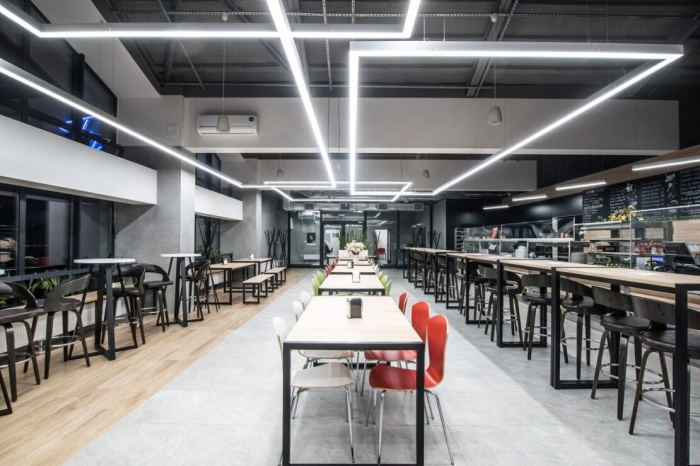 https://www.luxiona.com/projects/projects/hospitality/Marie Curie Canteen/luxiona-lighting-lublin-marie-curie-canteen-7.jpg