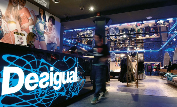 https://luxiona.com/projects/projects/retail/Desigual/desigual_1.jpg