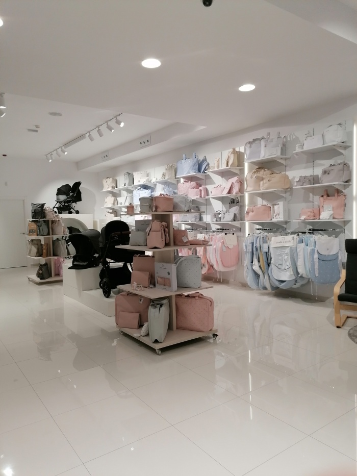 https://luxiona.com/projects/projects/retail/Crioh/13-Crioh Puericultura Badajoz Proyecto-Luxiona.jpg