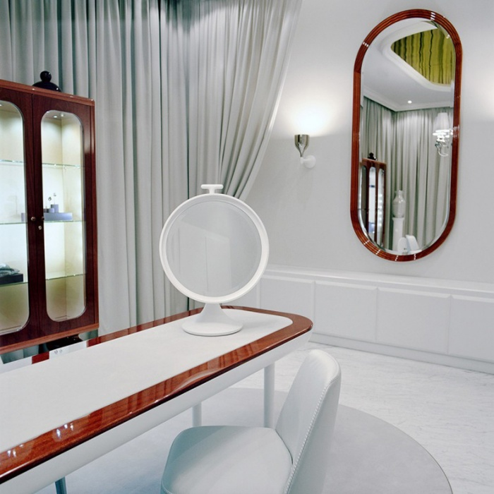 https://www.luxiona.com/projects/projects/retail/faberge salon/faberge_3.jpg