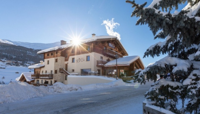 https://www.luxiona.com/projects/projects/hospitality/Nevada Hotel - Italy/mont-chalet-nevada-livigno-c-820x469-4.jpg