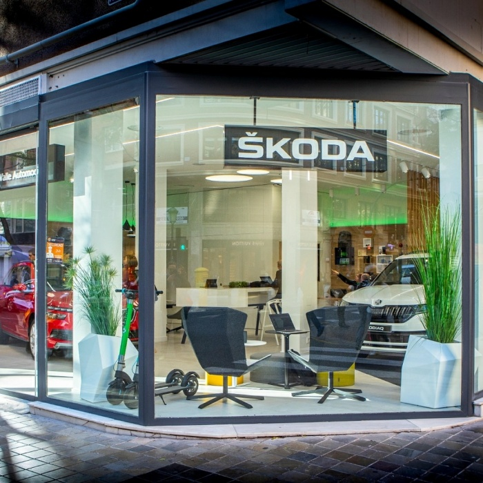 https://luxiona.com/projects/projects/retail/202009-Skoda Concept Store/jrvalleskoda_B5kLtUYqUab.jpg
