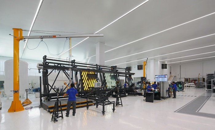 https://luxiona.com/projects/projects/industrial/AGP/auto-glass-5.jpg