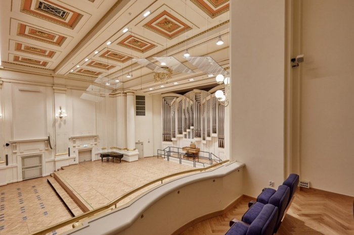 https://luxiona.com/projects/projects/arquitectural/202009-cracow philharmonic/Cracow Philharmonic-luxiona-10.jpg