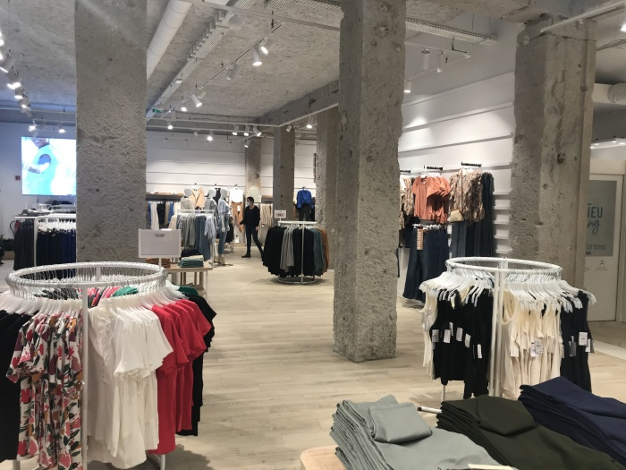 https://luxiona.com/projects/projects/retail/Camaieu Lyon/08-Camaieu Lyon France Project-Luxiona.jpg
