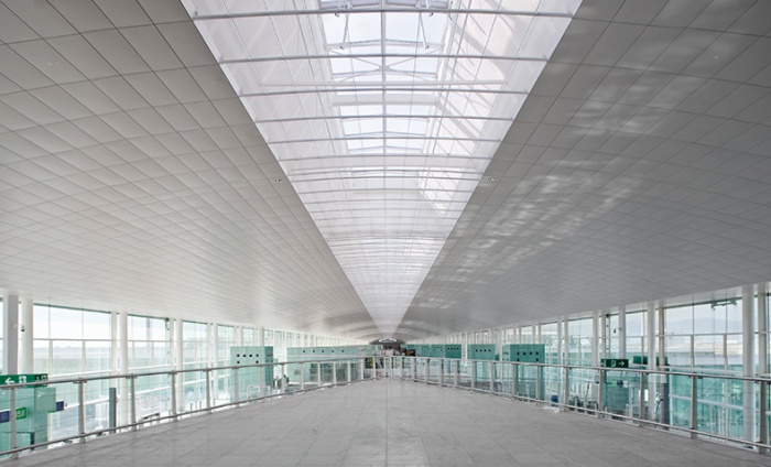 https://luxiona.com/projects/projects/arquitectural/Terminal T1 - Barcelona/aeroportT1_4.jpg