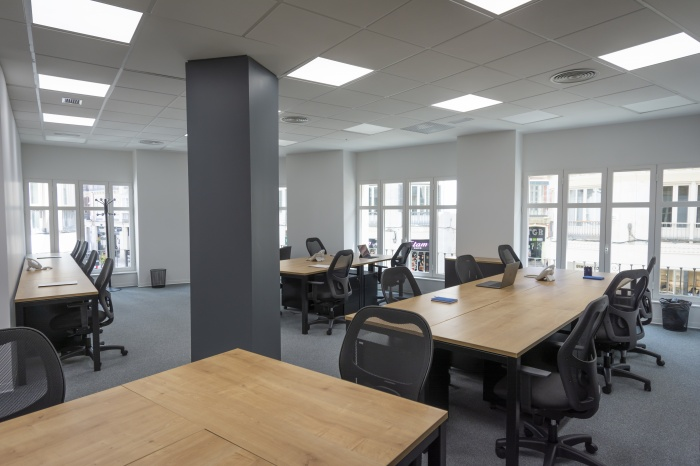 https://luxiona.com/projects/projects/office/first plaza castilla/first workspaces larios de malaga luxiona 02.jpg
